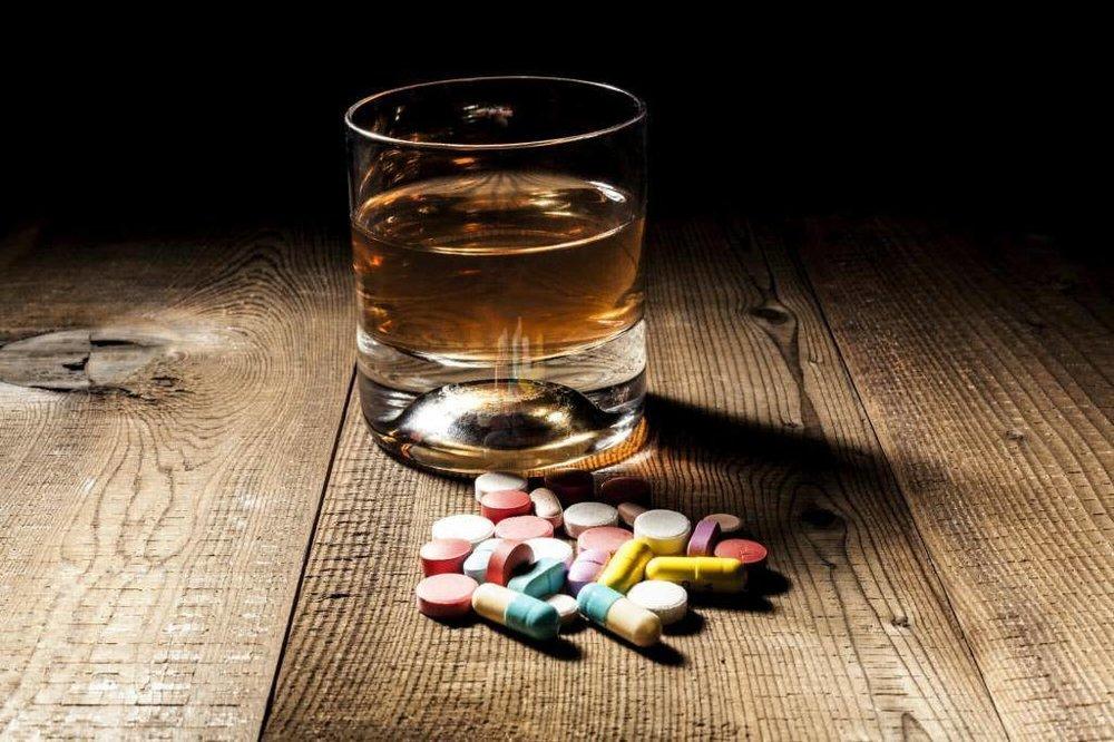 Алкоголь действует как вещество